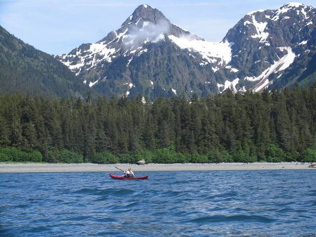 Cote et kayak du golfe de Prince William Sound. Alaska